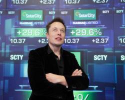 Để có tiền xây dựng Siêu đế chế của mình, Elon Musk đang dùng những cách không ai ngờ